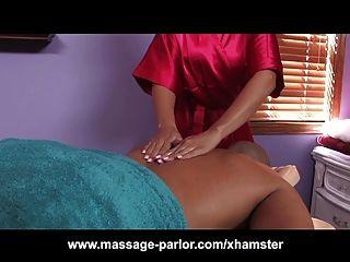 riesigen Schwanz bekommt Massage von Hottie mit großen Titten