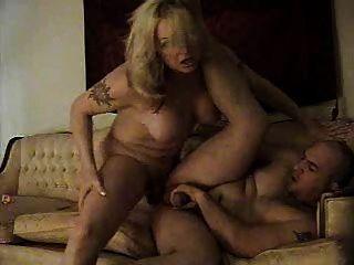 Amateur Shemale fickt und Cums in Jungs Mund zwei