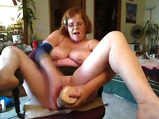 bbw in Aktion vor Webcam