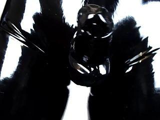 tragen enge Latexhose und Handschuhe (Latex Video 2.0)