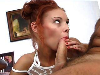 Rothaarige Hot Babe gefickt von alten Schwanz ... usb