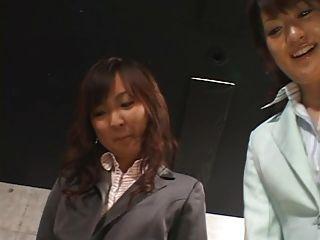 5 japanische Mädchen geben foot
