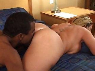 blonde MILF interracial cuckold bbc Mann beobachten