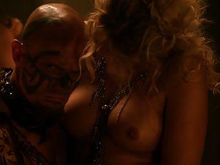1 de marzo: Bonnie Sveen, estrella de SOAPIE, conmocionará a su leal legión de la salida de Home And Away si hay escenas gráficas de sexo filtradas en Internet. Desnudo y amarrado a una cama en las tórridas escenas de amor en el.