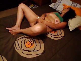 sie weiß, wie zu masturbieren. (Portugiesisch Amateur Frau)