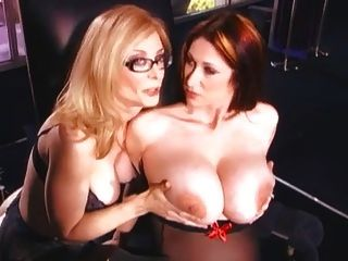 Nina Hartley Strapon Sex mit einem Baby