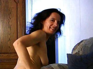 reife Fetisha spielt mit ihrer Pussy