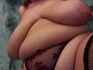 Big Titted Mama fucking und Saugen Hahn