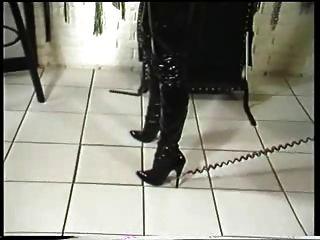 eine Geliebte präsentiert ihren Sklaven