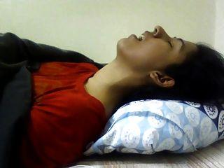 indisches Mädchen Orgasmus. schöner Ausdruck. (Nicht nackt)