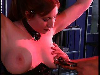 big tits gal in Sado-Mazo mit ihrem Meister