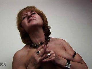 reife alte Fotze jennifer in sexy Dessous sagt genau das, was
