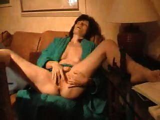 reife Frau masturbiert 2