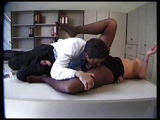 sexy Patient wird in schwarzen Strumpfhosen gefickt