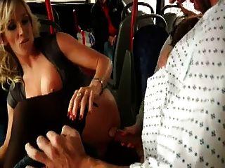 fiesen Fick auf dem Bus