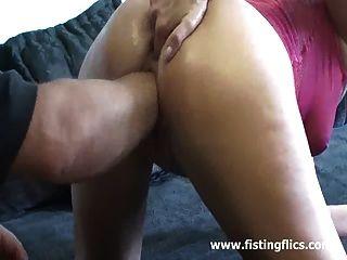 dünne Frau liebt massiven Fisting