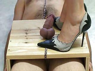 High Heels foltern Schwanz