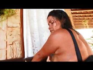 brasilianische Mutter mit riesigen Arsch