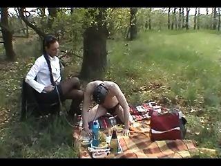 Outdoor-Slave-Training: Stiefel, Knechtschaft und peitschte