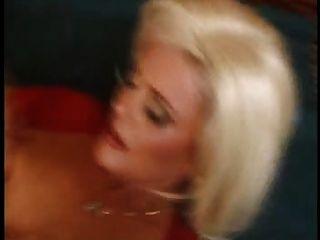 blonde reifen eine schöne Bilder sesion von fdcrn haben
