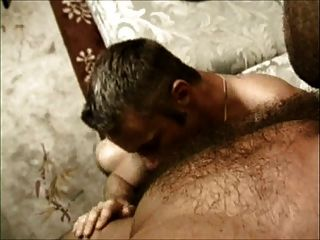 in den Arsch: zwei behaarte Homosexuell