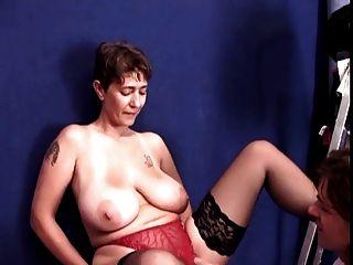 unvergesslichen Brünette shorhair-MILF mit Riesen-Titten gefickt