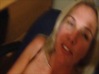 Frau Cums mit cum auf ihrem Gesicht
