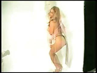WWE Hall of Fame Diva sonnig fotoshoot