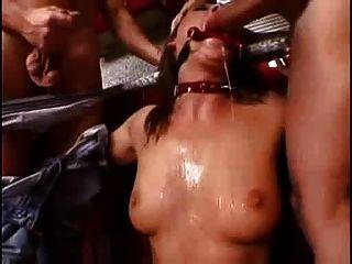 mandy hell gedemütigt von zwei Jungs (Teil 1) smg