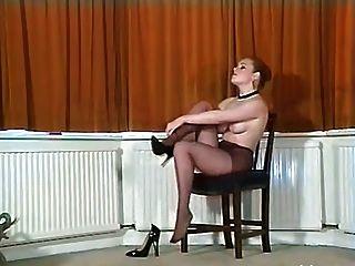 sexy britische vollbusige Strumpfhosen teaser