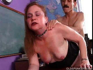 Kinky Mature Babe würzig genießt eine harte fucking