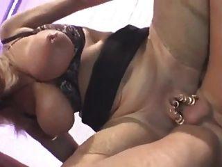 blonde enorme Brüste Oma in anal Dreier