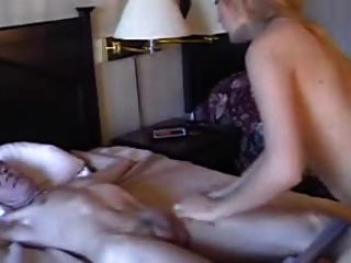 katrina incontrol dieses an das Bett gebunden Kerl
