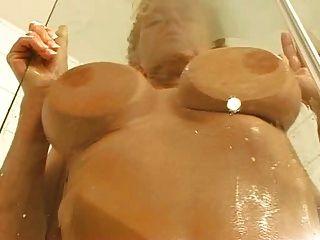 diana Kaier im bad und ..... Dann