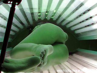 Voyeur echte Aufnahmen von einem Spion-Kamera im Solarium