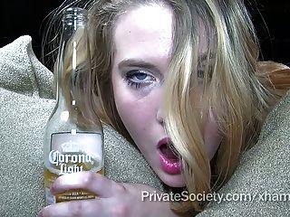 schöne Porno Blondine versucht