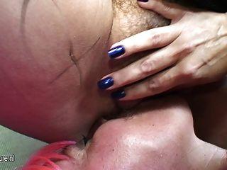 große reife Lesben mit ihrer reifen Freundin nass