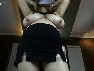 noble Oma mit großen Titten und hungrig Vagina