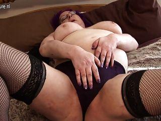 britische Mutter arbeitet ihre Muschi