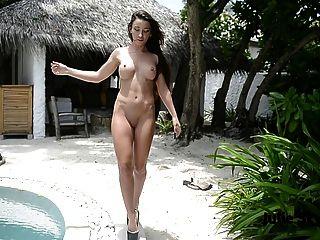 Titten nackt zeigt Arschloch & Beine extreme High Heels necken