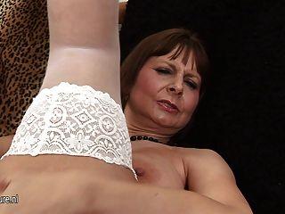 Big Titted Mama zu spielen und immer geil