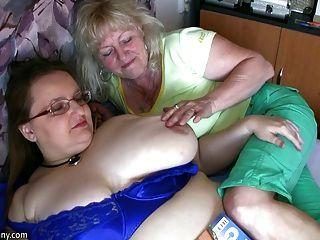 mollig Oma und alt auf die Wette hardcor Masturbieren Oma