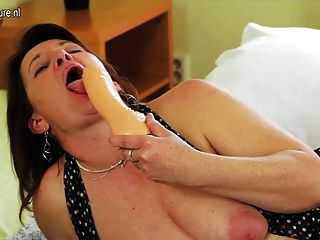 Kinky Hausfrau ihre Muschi nass zu