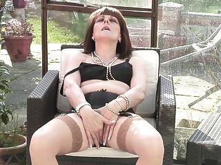 British Amateur Oma bekommt frech und nass