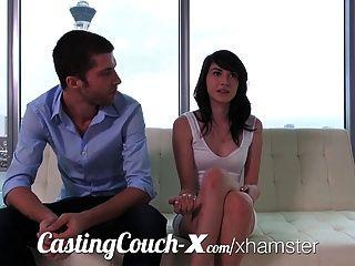 Casting Couch-x starten High-School-Darlings im Porno
