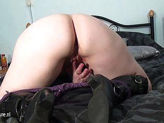 Amateur reifen Mutter masturbiert