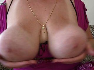 herrlich Mutter mit fetten Arsch und riesigen Titten
