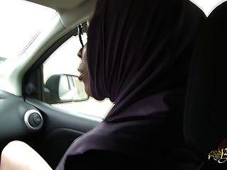 sarah abdelkhader suce Sohn mec dans la voiture beurette Tour