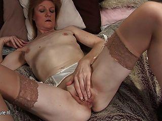Oma jj wird frech und nackt auf ihrem eigenen