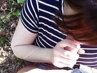 Betrug Frau saugt in den Wäldern meinen Schwanz!